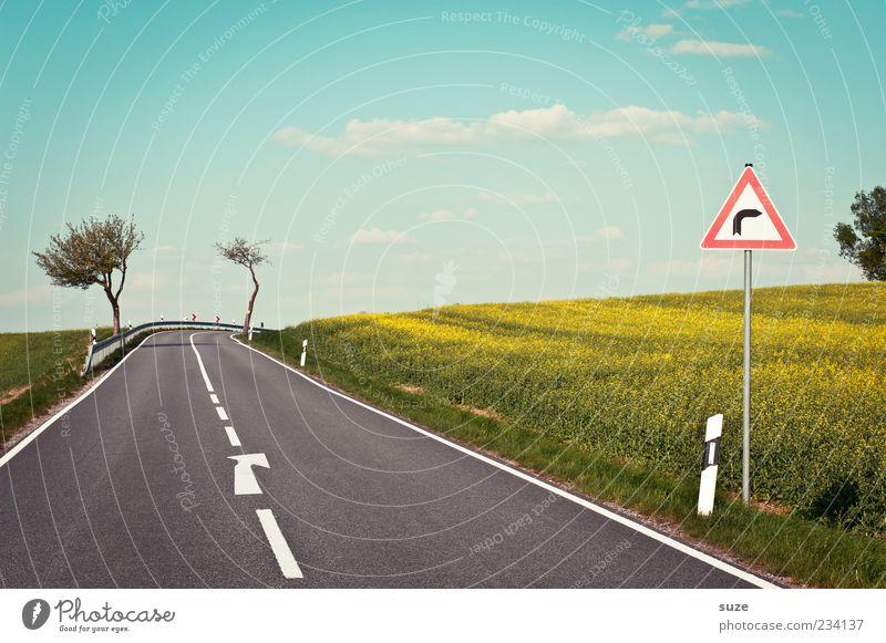 Fahrschul-Testbogen Himmel Natur Sommer Straße Umwelt Landschaft Wege & Pfade Frühling Schilder & Markierungen natürlich Klima Verkehr gefährlich authentisch Hinweisschild Ziel