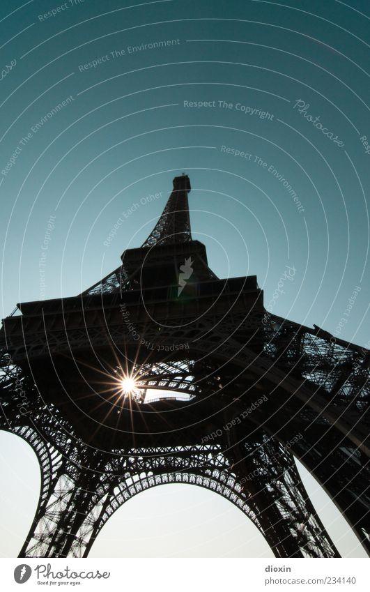 you are the sunshine of my life Paris Frankreich Europa Hauptstadt Bauwerk Architektur Sehenswürdigkeit Wahrzeichen Tour d'Eiffel hoch Außenaufnahme