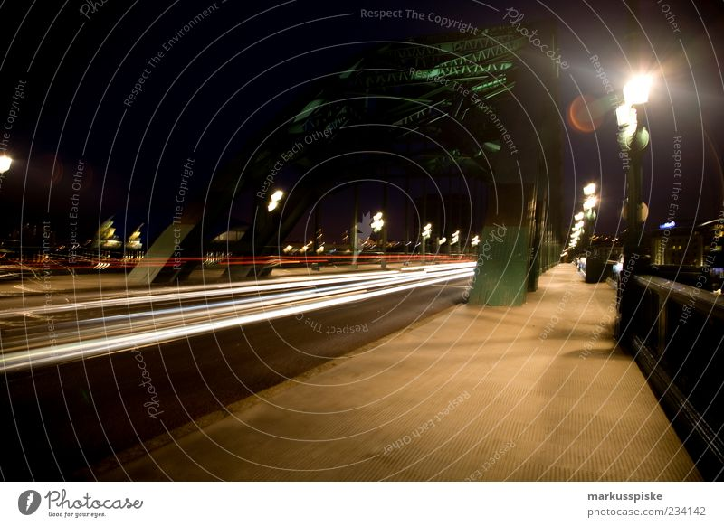 Tyne Bridge, Newcastle UK England Stadt Stadtzentrum Brücke Bauwerk Gebäude Architektur Sehenswürdigkeit Wahrzeichen Verkehrsmittel Verkehrswege Personenverkehr
