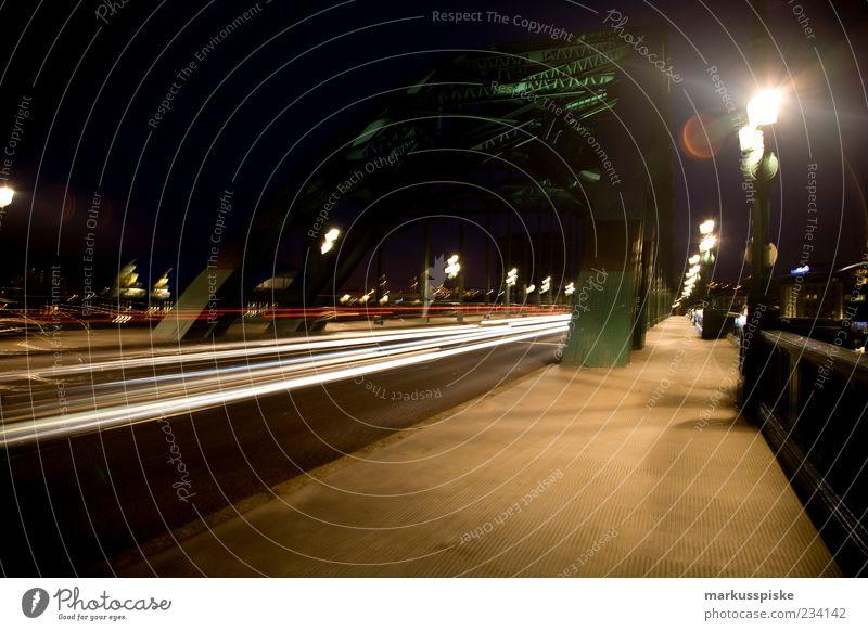 Tyne Bridge, Newcastle UK Stadt Straße Architektur Gebäude PKW leuchten Brücke Bauwerk historisch Verkehrswege Straßenbeleuchtung Lastwagen Mobilität