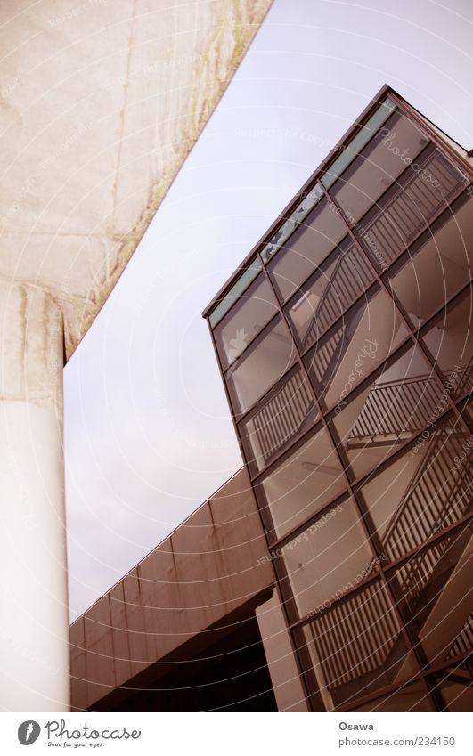 Südkreuz Architektur Treppe Treppenhaus Treppengeländer Fassade Glas Gebäude Beton Himmel Froschperspektive Menschenleer Hochformat Kunstlicht Textfreiraum