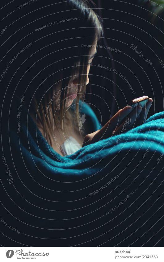 kommunikation heute Mädchen Kind Jugendliche Junge Frau 13-18 Jahre Internet Telefon SMS Social Media Gesicht Handy Chatten Smartphone-zombie Mobilität Kabel