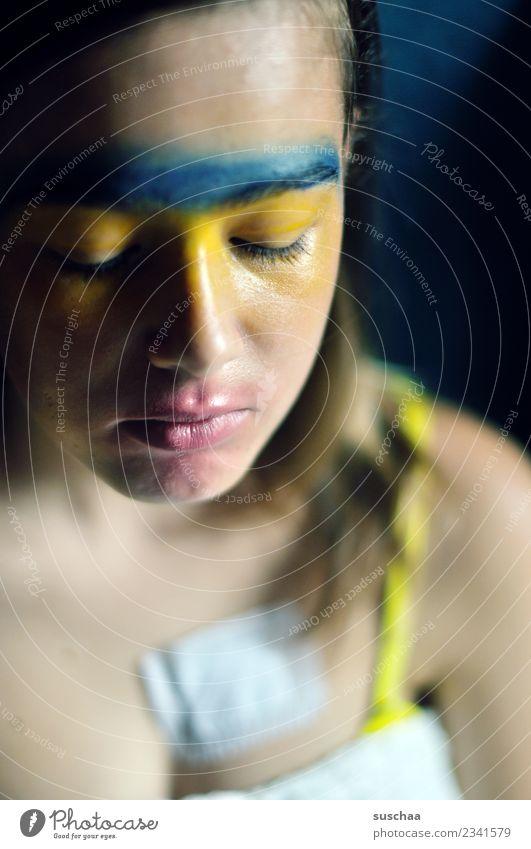 halbdunkel Kind Jugendliche Farbe Mädchen Gesicht 13-18 Jahre Karneval Schminke bemalt Heftpflaster geschminkt Impfung