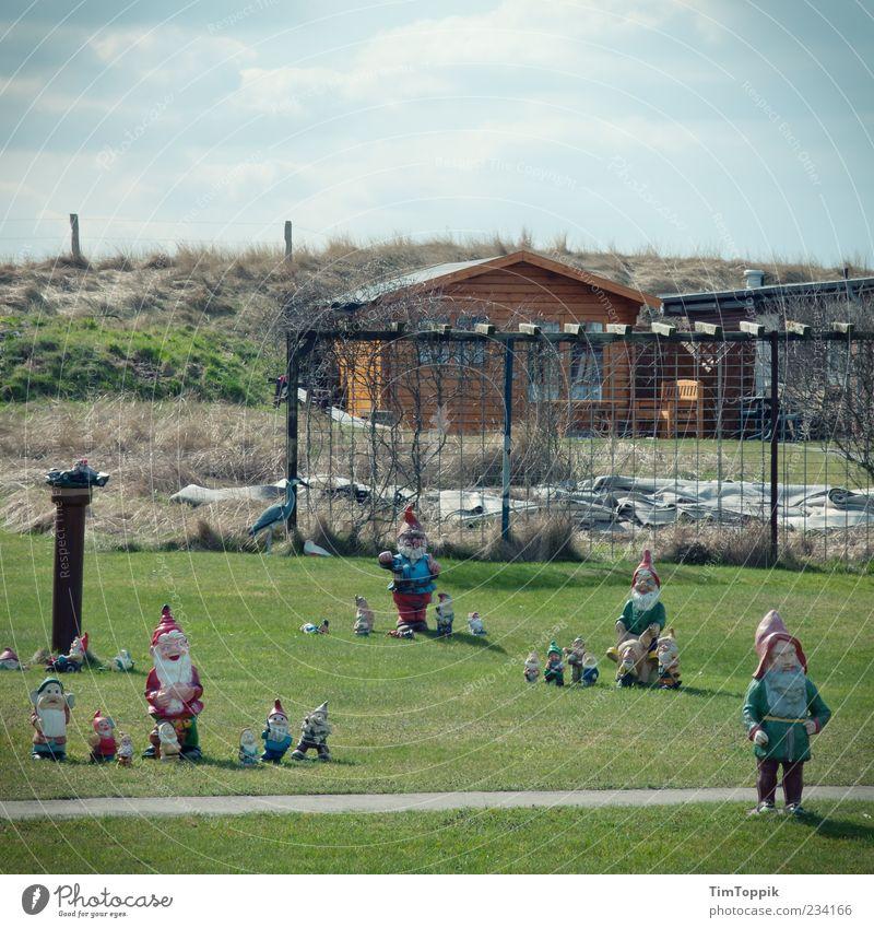 Wangerooger Zwergenaufstand Wiese Garten Park Deutschland Ordnung Dekoration & Verzierung Sauberkeit Rasen Kitsch Schönes Wetter fantastisch Deich Zwerg Spießer typisch Gartenzwerge