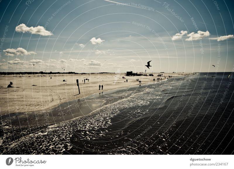 Strandtag Mensch Natur Wasser Sonne Sommer Meer Strand Wolken ruhig Ferne Erholung Leben Landschaft Sand Küste Luft