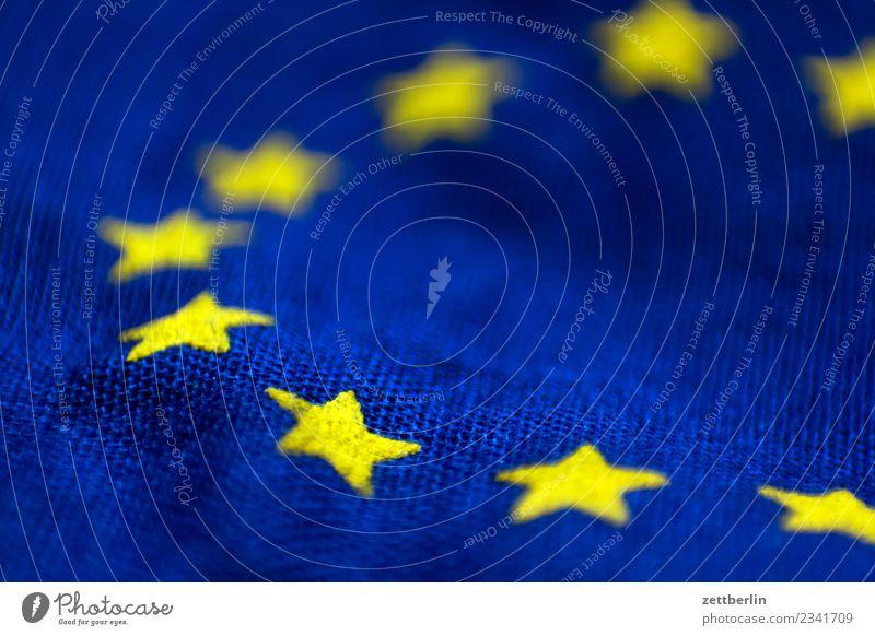 Europa Europafahne Europa Parlament Fahne Stoff Wahrzeichen Bündnis Stern (Symbol) Koalition Falte Beule Wellen gelb blau Textfreiraum Menschenleer