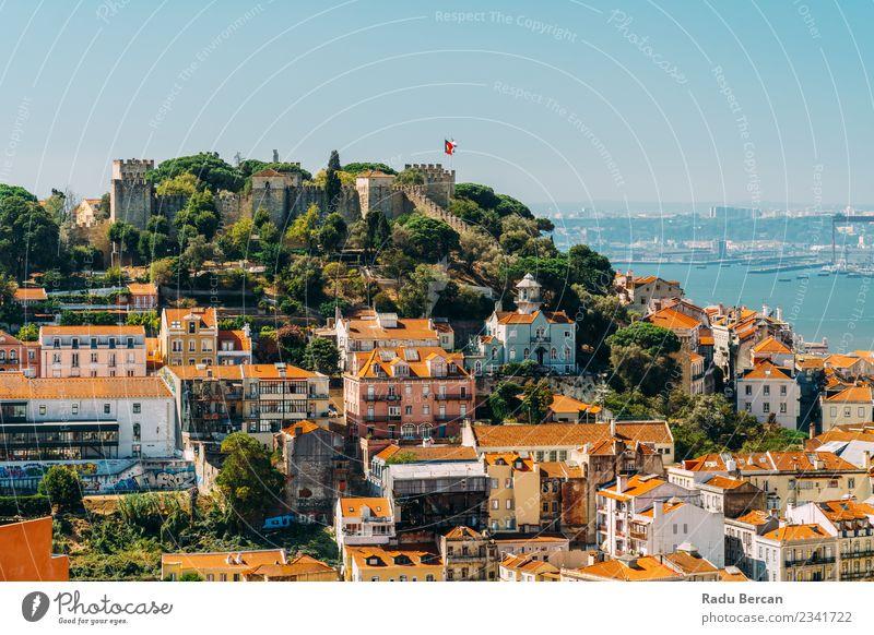 Panoramablick auf das Schloss von Sao Jorge in Portugal Ferien & Urlaub & Reisen Tourismus Sightseeing Städtereise Expedition Sommer Haus Architektur Umwelt