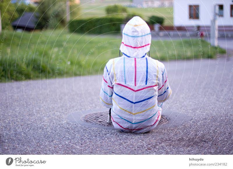 waiting for the rain Mensch maskulin Junger Mann Jugendliche 1 18-30 Jahre Erwachsene Umwelt Landschaft Schutzbekleidung beobachten sitzen warten Wachsamkeit