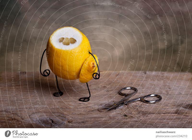 Kopflos gelb Ernährung Gefühle Lebensmittel Traurigkeit lustig braun Frucht außergewöhnlich stehen Trauer Kreativität gruselig Idee Werkzeug skurril