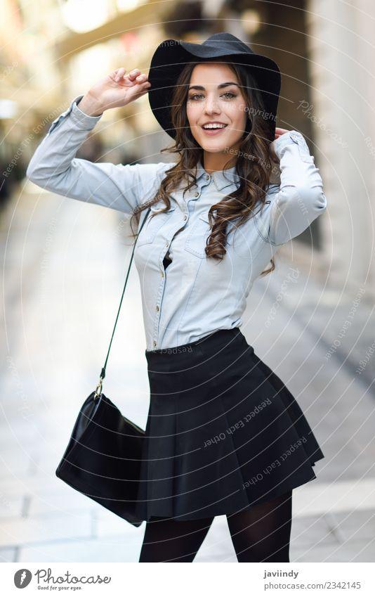 junge Frau im urbanen Hintergrund mit Freizeitkleidung Lifestyle elegant Stil Glück schön Haare & Frisuren Gesicht Mensch feminin Junge Frau Jugendliche