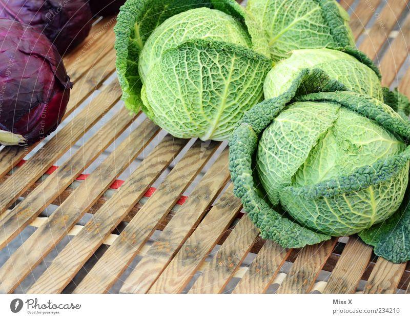 Kohl grün Blatt Ernährung Lebensmittel Gesundheit groß frisch rund Gesunde Ernährung Gemüse Bioprodukte Ware Marktstand Pflanze Kohlgewächse Markt