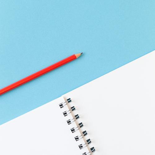 Stift und Papier blau weiß rot sprechen Schule Arbeit & Erwerbstätigkeit Freizeit & Hobby Büro Ordnung Kreativität lernen Idee Studium schreiben Bildung