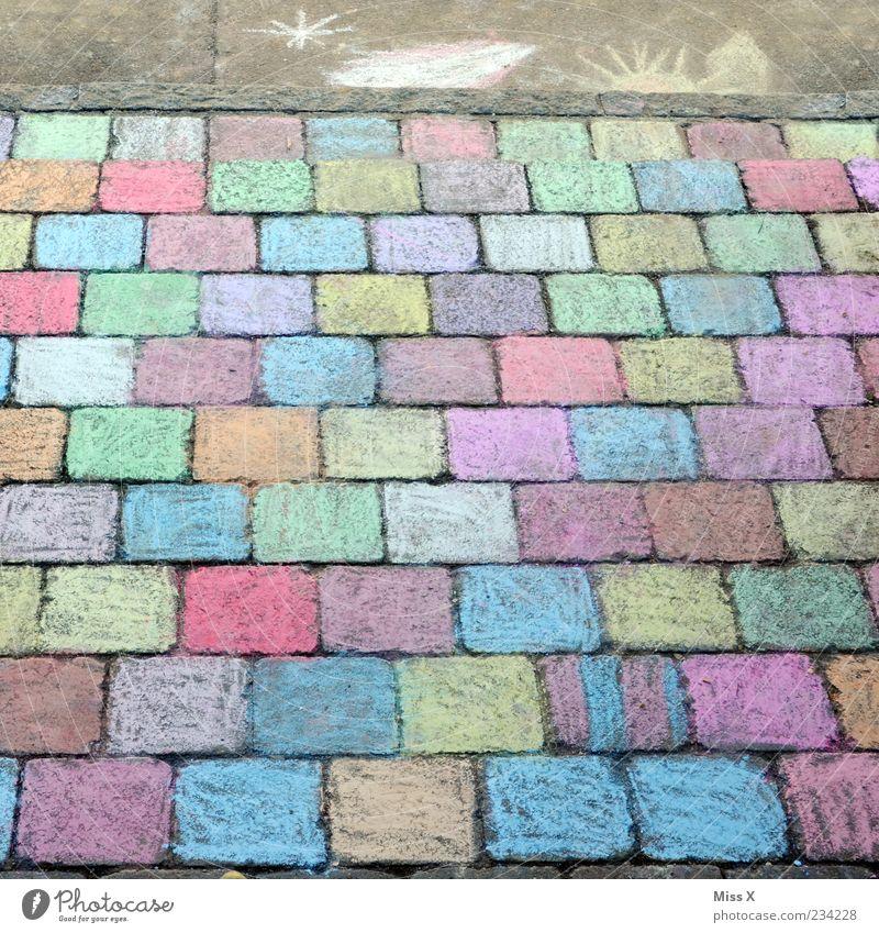 LETZTES FOTO Freizeit & Hobby Spielen Kunst Wege & Pfade zeichnen mehrfarbig Kreide Strassenmalerei Steinplatten Kopfsteinpflaster malen Farbfoto Außenaufnahme