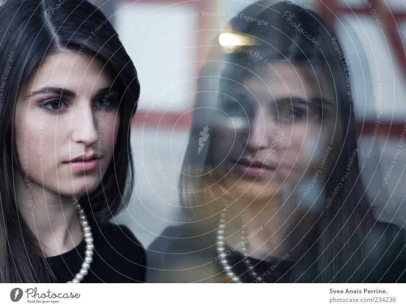 sich selbst sehen. Lifestyle elegant Stil feminin Junge Frau Jugendliche Gesicht 1 Mensch 18-30 Jahre Erwachsene Accessoire Kette Haare & Frisuren langhaarig