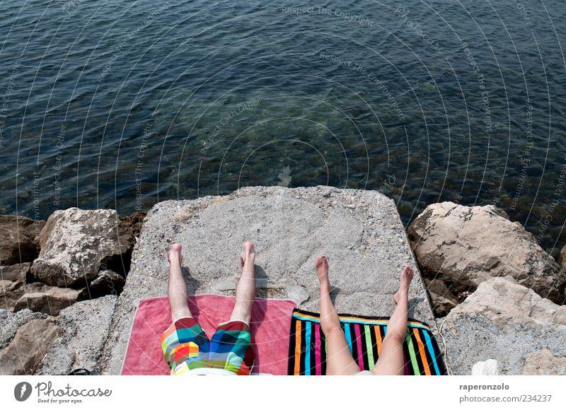 wir sind nicht zum spaß hier Mensch Ferien & Urlaub & Reisen Sommer Meer Erholung feminin Wärme Küste Beine Paar Zusammensein Felsen Schwimmen & Baden maskulin