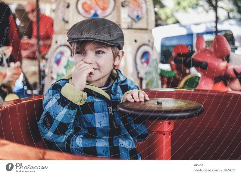 Junge im Karussell Freizeit & Hobby Kinderspiel Entertainment Unterhaltungselektronik Mensch maskulin Kopf 1 3-8 Jahre Kindheit Musik Jahrmarkt Mode Jacke Mütze