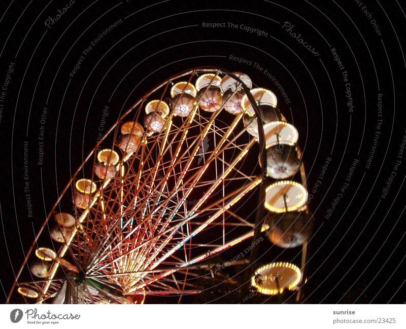 Riesenrad Jahrmarkt Nacht Kultur Club Licht hell/dunkel