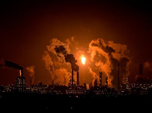 Feuer - Flamme - Licht braun Arbeit & Erwerbstätigkeit Energiewirtschaft Industrie Wirtschaft Abgas Unternehmen Erdöl Öl Energiekrise Erdölförderung