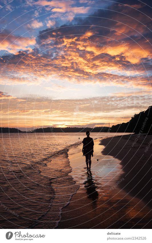 Sundowner Himmel Natur Ferien & Urlaub & Reisen Sommer Wasser Meer Erholung Wolken Mädchen Strand Reisefotografie Küste Horizont träumen Wellen Insel