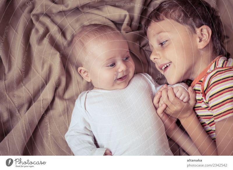 Kind Hand Freude Liebe Familie & Verwandtschaft Junge klein Glück Spielen Zusammensein Freundschaft Kindheit Fröhlichkeit Baby schlafen neu