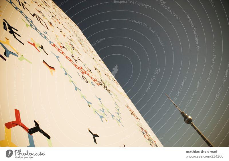 EIN TÜRMCHEN AM MONTAG Umwelt Wolkenloser Himmel Schönes Wetter Hauptstadt Haus Bauwerk Gebäude Architektur Sehenswürdigkeit Wahrzeichen Berliner Fernsehturm
