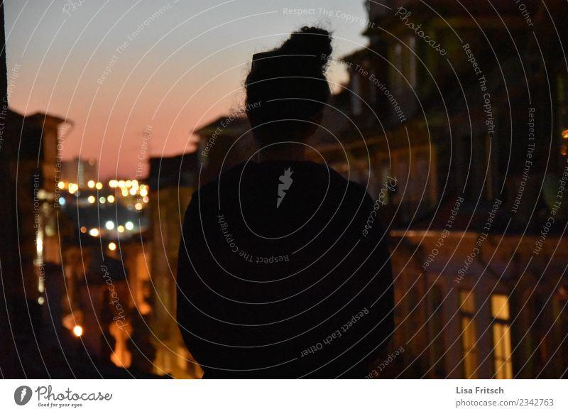 auf den Dächern Portos Mensch Ferien & Urlaub & Reisen Jugendliche Stadt Haus Ferne 18-30 Jahre Erwachsene Leben Umwelt feminin Häusliches Leben Zufriedenheit