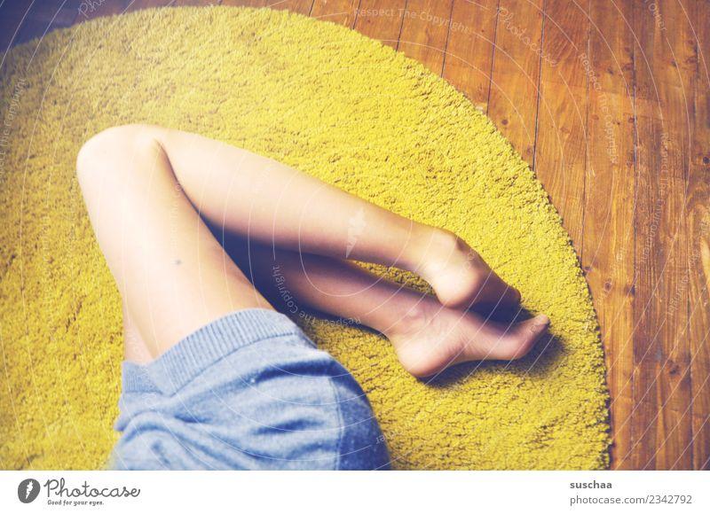 beinhaltung Beine Fuß Frau feminin Mädchen jung idealgewicht dünn Diät Körper figurbewusst schlanke linie Oberschenkel Wade Bodenbelag Teppich bequem gemütlich