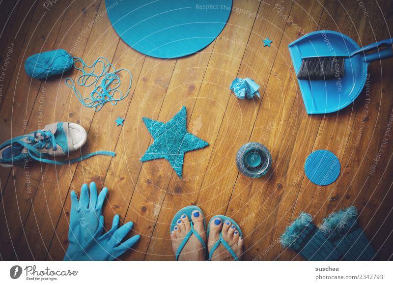im cyanrausch blau türkis zyan Dinge sachen Anhäufung Farbe Bodenbelag Holzfußboden füße Flipflops kehrbesen Handschuhe Stern (Symbol) Wolle Schuhe pulswärmer