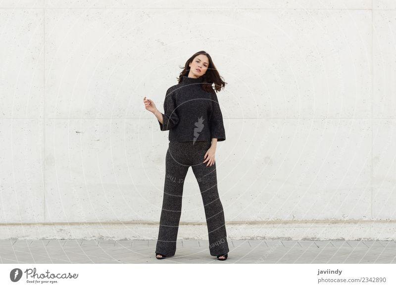 Schöne junge Frau, Model der Mode im Freien. Lifestyle Stil Glück schön Haare & Frisuren Mensch feminin Junge Frau Jugendliche Erwachsene 1 18-30 Jahre Straße