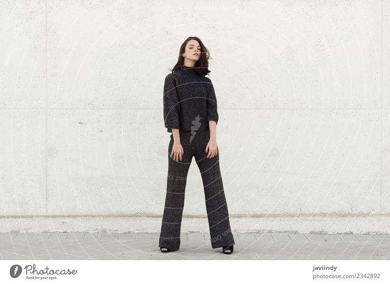 Schöne junge Frau, Model der Mode, im Freien Lifestyle Stil Glück schön Haare & Frisuren Mensch feminin Erwachsene Jugendliche 1 18-30 Jahre Straße trendy
