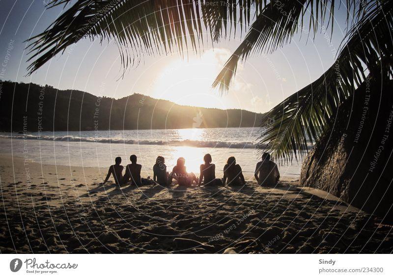 Sieben mal Glücklich Mensch Himmel Jugendliche Wasser schön Ferien & Urlaub & Reisen Sommer Meer Freude Strand Erwachsene Ferne Erholung Freiheit Sand Menschengruppe