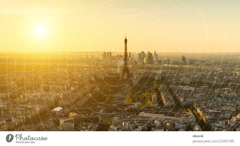 Paris Sonnenuntergang Skyline Tour d'Eiffel Ferien & Urlaub & Reisen Eiffeltower Großstadt France French architecture Farbfoto Abend Dämmerung Licht Sonnenlicht