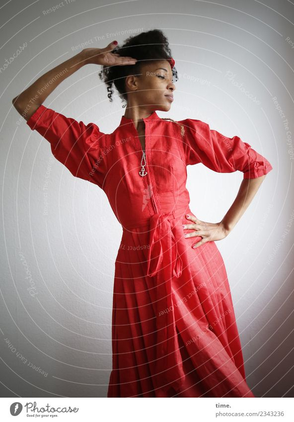 Lilian Frau Mensch schön Erholung Erwachsene Leben Bewegung feminin Haare & Frisuren elegant ästhetisch genießen Tanzen festhalten Kleid Leidenschaft