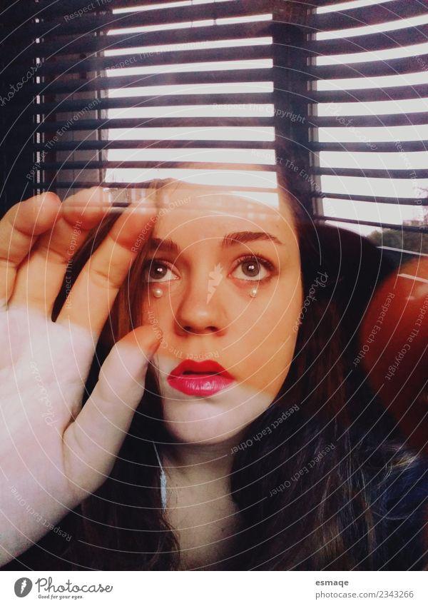 Porträt des Jugendlichen Junge Frau 1 Mensch beobachten Ekel schön feminin selbstbewußt Hemmung bequem Feindseligkeit Frustration Stress Traurigkeit unschuldig
