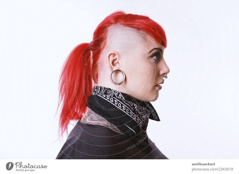 Sidecut & Flesh Tunnel Piercing Lifestyle Mensch feminin androgyn Junge Frau Jugendliche Erwachsene 1 18-30 Jahre Schmuck Tattoo Ohrringe Haare & Frisuren