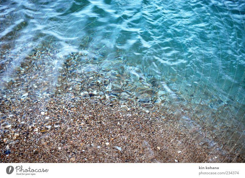tränen Wasser Sehnsucht See Seeufer Meer Menschenleer Strand Reflexion & Spiegelung Wasseroberfläche Wellen Wasserspiegelung Boden Textfreiraum unten