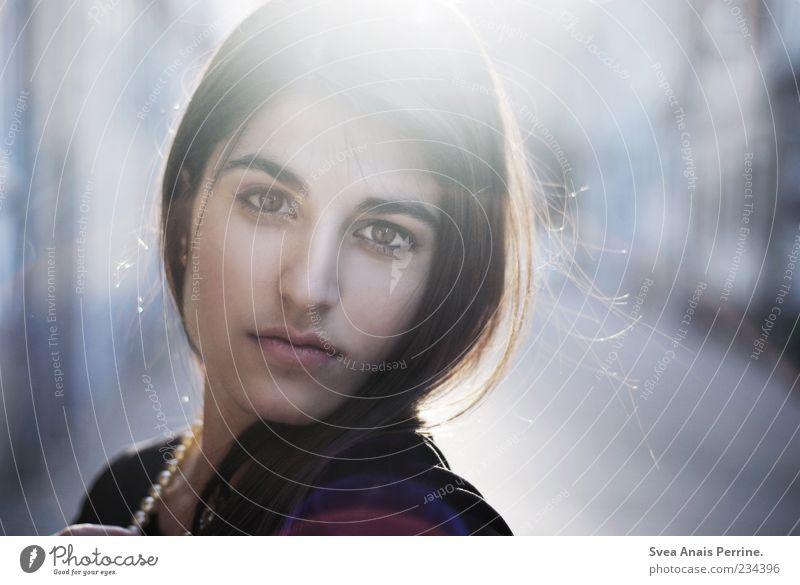 le bonheur. Lifestyle elegant Stil schön feminin Junge Frau Jugendliche Gesicht 1 Mensch 18-30 Jahre Erwachsene Perlenkette Haare & Frisuren schwarzhaarig