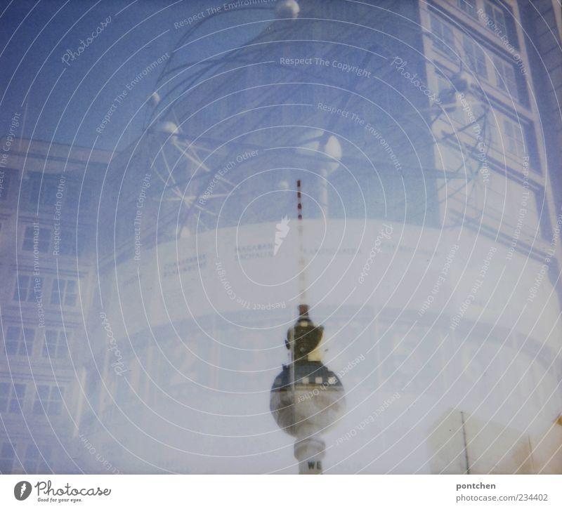 Polaroid Doppelbelichtung. Berliner Wahrzeichen. Fernsehturm und Weltzeituhr Hauptstadt ästhetisch außergewöhnlich Alexanderplatz Platz Haus Himmel Kunst blau