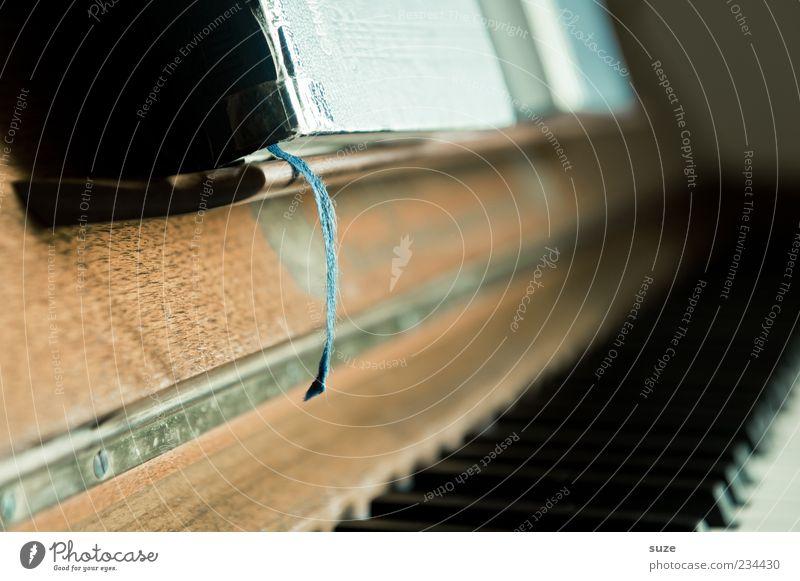 Da beißt die Maus kein' Faden ab. Musik Klavier Buch Holz alt authentisch braun Lesezeichen Klaviatur Musikinstrument Gesangbuch Klassik Maserung