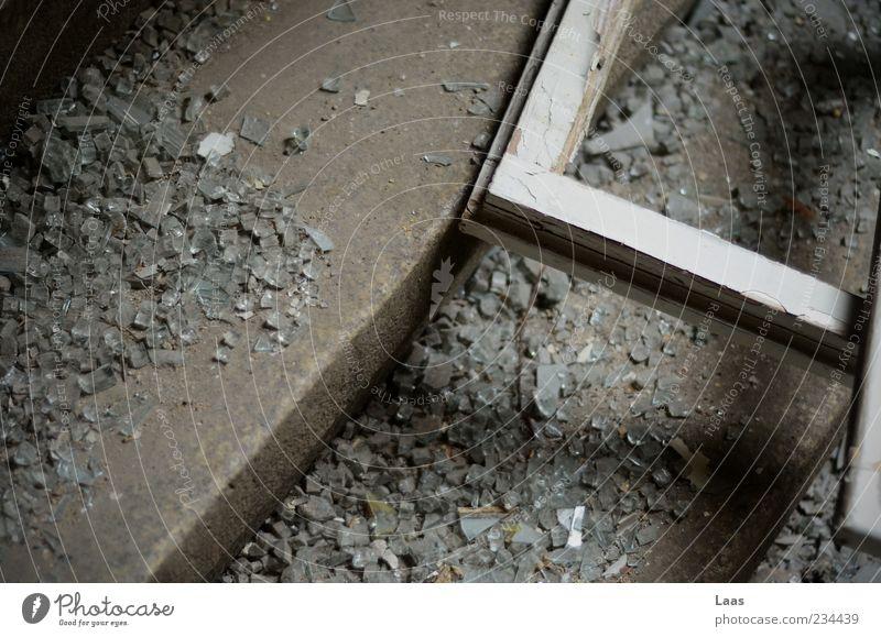 brrrkkkkn Menschenleer Ruine Treppe Fenster alt Armut dreckig dunkel historisch kaputt grau schwarz weiß stagnierend Farbfoto Innenaufnahme Nahaufnahme