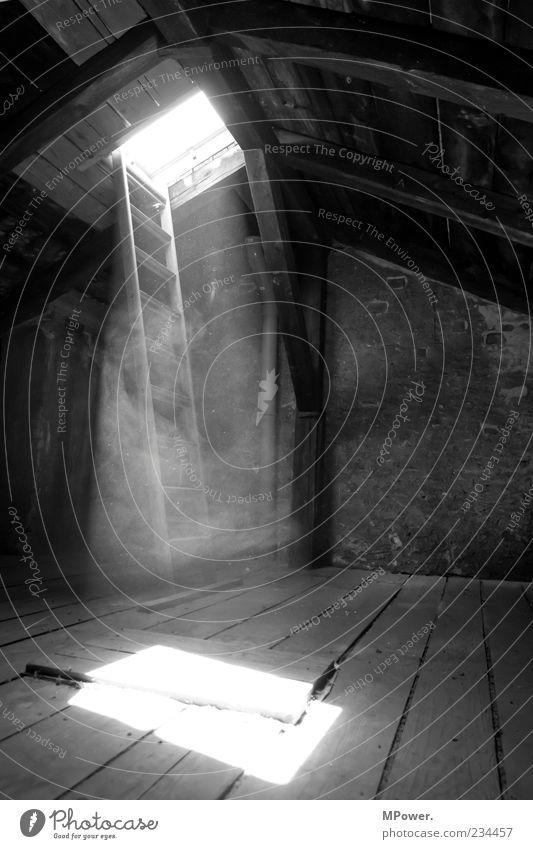 Himmelstor alt weiß schwarz Architektur Holz Mauer Stein Gebäude Beton Dach fantastisch gruselig erleuchten Leiter Strahlung Staub