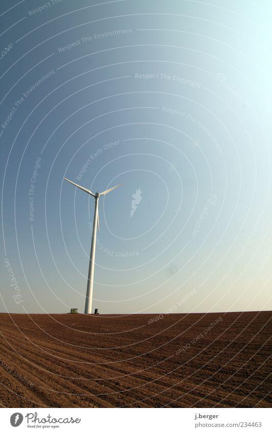 Windfänger Himmel blau weiß Ferne Umwelt Landschaft braun Erde Feld Energiewirtschaft Zukunft Technik & Technologie Schönes Wetter Windkraftanlage
