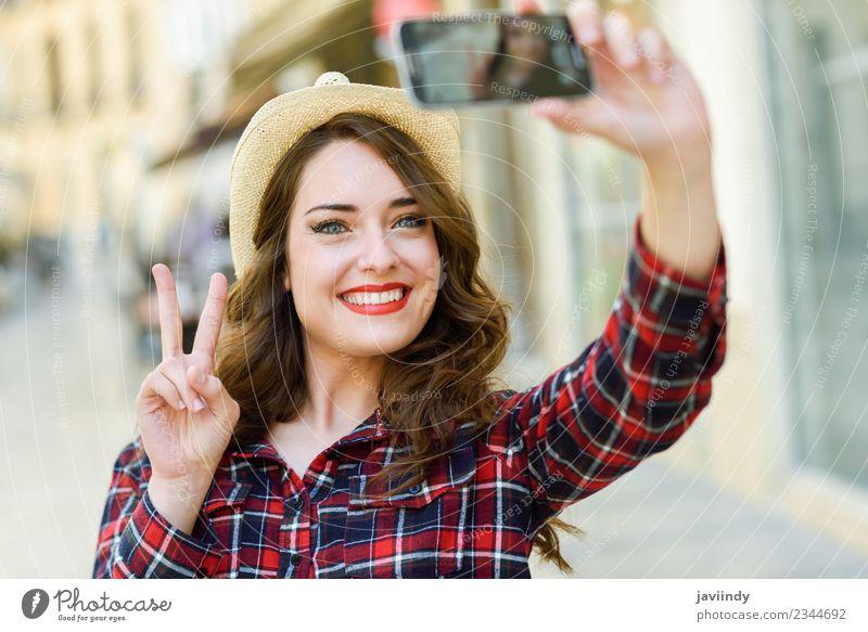 Frau Mensch Ferien & Urlaub & Reisen Jugendliche Junge Frau schön weiß Freude 18-30 Jahre Gesicht Erwachsene Straße Stil Glück Haare & Frisuren Mode