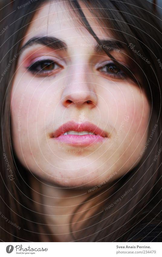 lippen. Mensch Jugendliche schön Gesicht Erwachsene feminin Kopf Haare & Frisuren Stil elegant Coolness 18-30 Jahre einzigartig Junge Frau brünett langhaarig