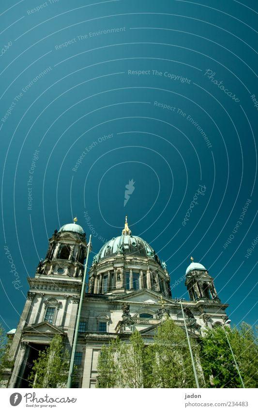 der am lustgarten steht blau schön Berlin Religion & Glaube Fassade Kirche Turm Bauwerk Dom Hauptstadt Sehenswürdigkeit Sightseeing Kuppeldach Stadt