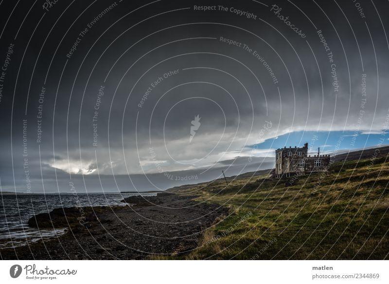 verlassenes Herrenhaus am Fjord Natur Landschaft Pflanze Himmel Wolken Gewitterwolken Horizont Frühling Schönes Wetter schlechtes Wetter Wind Gras Strand