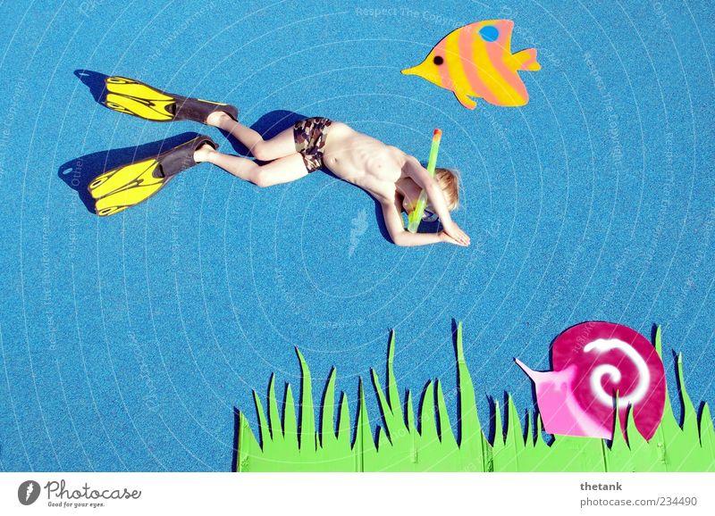 so tun als ob ... Ferien & Urlaub & Reisen Wasser Meer Freude Gras Junge Schwimmen & Baden außergewöhnlich Freizeit & Hobby Kind Abenteuer niedlich Fisch