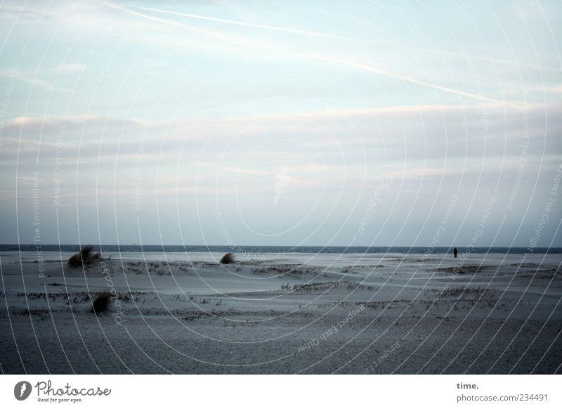 Spiekeroog | Blaue Stunde Mensch Himmel blau Wasser Meer Strand Wolken Einsamkeit ruhig Ferne dunkel Küste Horizont Nordsee gruselig Stranddüne