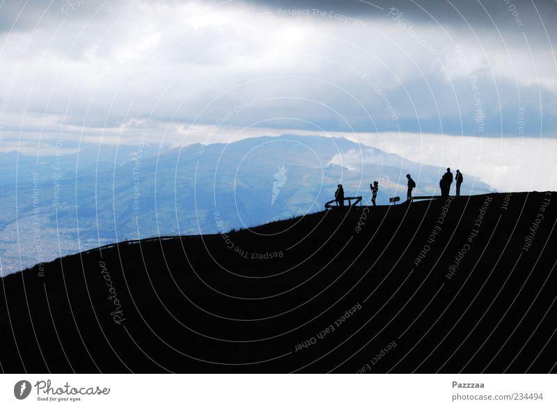 Aussichtspunkt Mensch Ferien & Urlaub & Reisen Wolken Ferne Landschaft Berge u. Gebirge Menschengruppe Luft Wetter wandern Ausflug Tourismus Reisefotografie Hügel Aussicht Gewitter