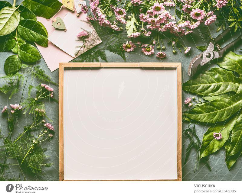Tisch mit frischen grünen Blättern und Blumen Blatt Hintergrundbild Blüte Stil rosa Design Häusliches Leben Dekoration & Verzierung Postkarte Blumenstrauß